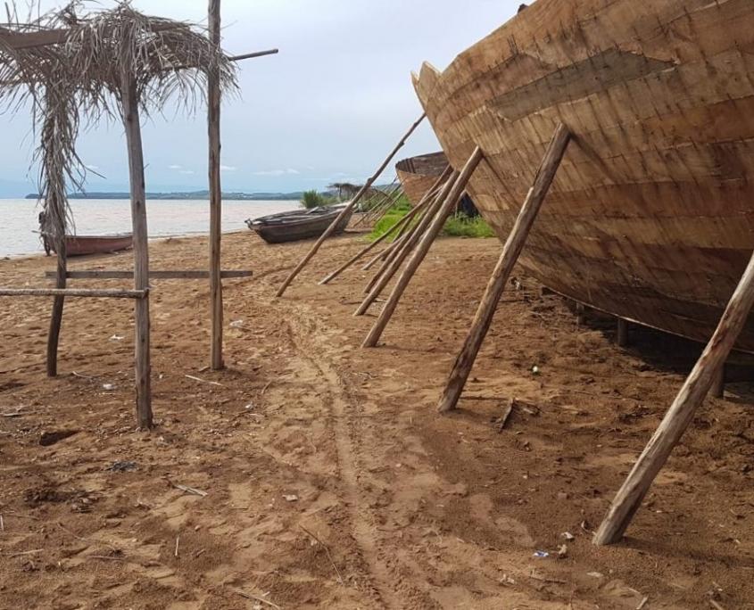 السفن على الشاطئ في تنزانيا